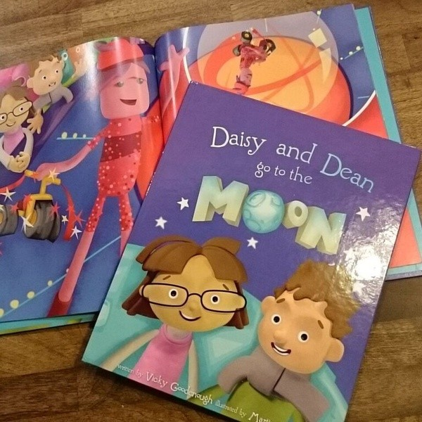 Daisy-Dean-go-to-the-Moon-book-photo-Martin-Beckett